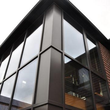Corner insulated panel