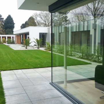 Glass to glass corner