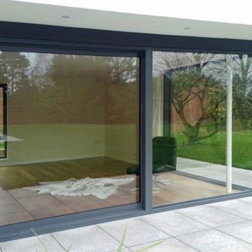 Sliding door with glass to glass corner